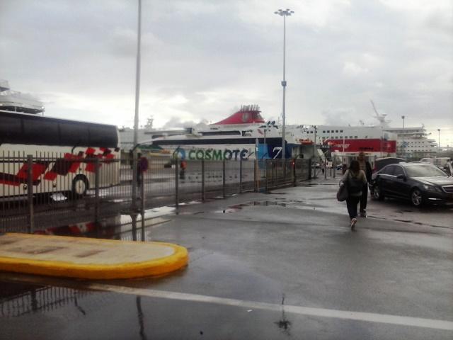 Cosmote v přístavu Heraklion