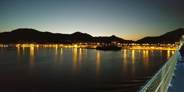 Pohled z lodě do přístavu_1